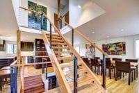 Modern ve düz ahşap merdiven