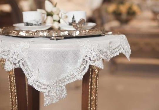Home Sweet Cassidy Dekoratif Beyaz Masa Örtüsü
